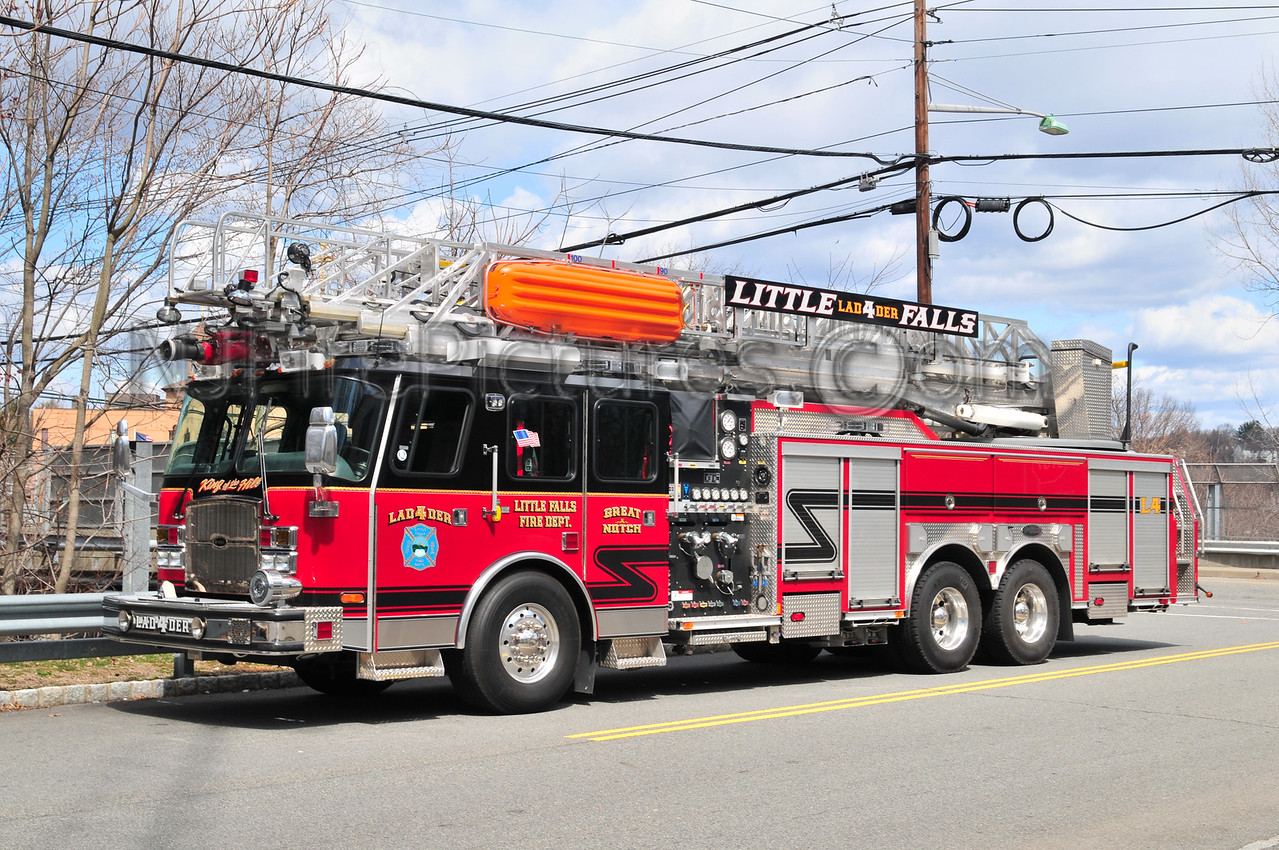 LITTLE FALLS, NJ LADDER 4 - 2006 EMERGENCY ONE 1750/500/100'