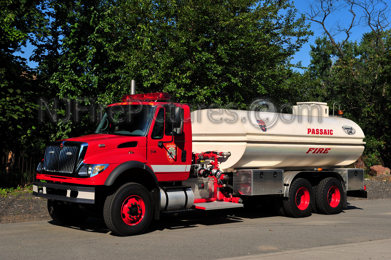 PASSAIC FOAM TENDER - 2005 INTERNATIONAL 7600/NATIONAL FOAM 4000 GALLON