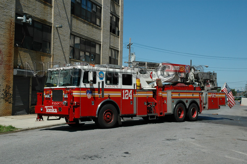 Brooklyn - Tower Ladder 124 - 1997 Seagrave/Aerialscope 75'