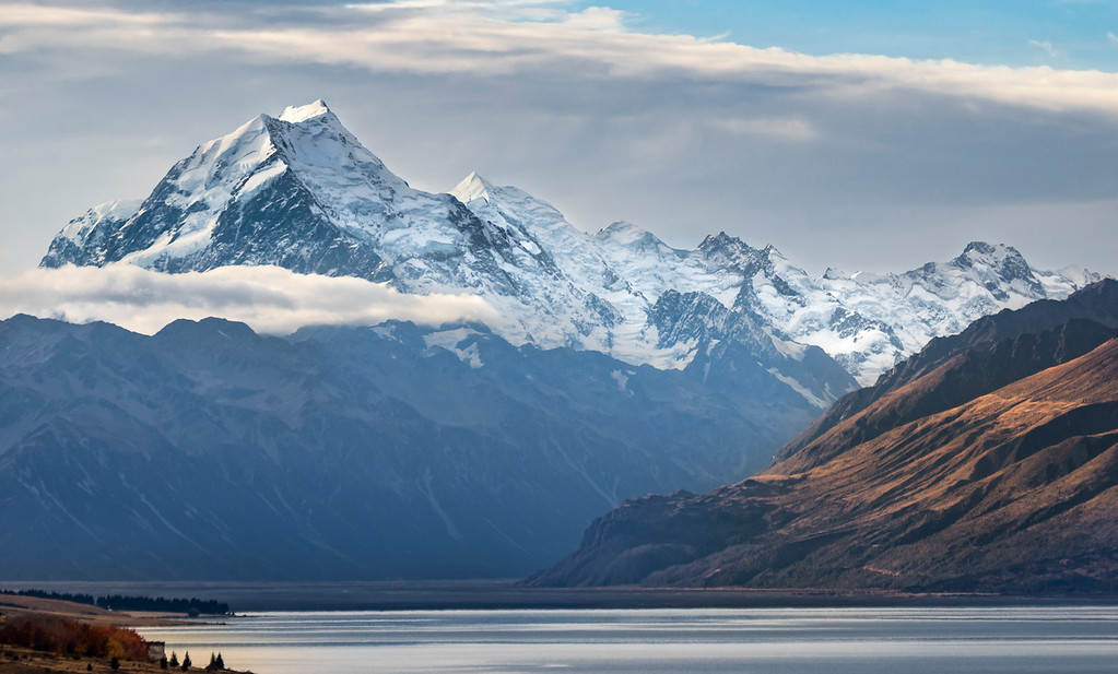 On the evening of sunday May 1, 2016, Mount Cook, which is located in the Aoraki Mount Cook National Park, is the tallest mountain peak in New Zealand with a height of 3,754 meters. (© Erica Jacques 2016)