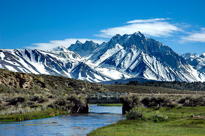 Magnificent view on the Great Mt. Morrison and surrounding peaks. In the front the bridge over Hot Creek.