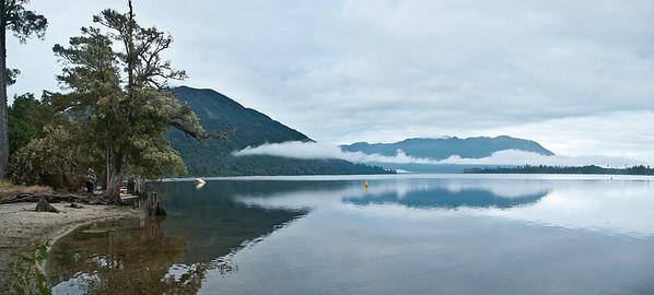 Prvních pár fotek od jezera Moana, u nějž jsme  předcházející noc  spali.