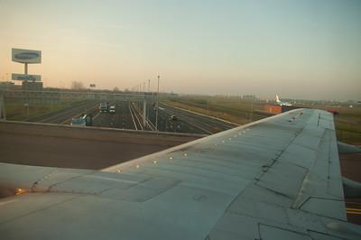 V Amsterodamu vede pod letištěm dálnice