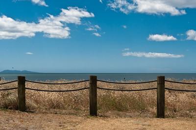 Waihi: turistické centrum na krásném pobřeží, ale totálně mrtvo.
