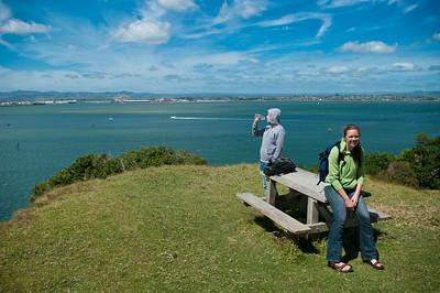 Výlet na Mount Manganui v Tauranze. Strmý výstup ale nádherné výhledy