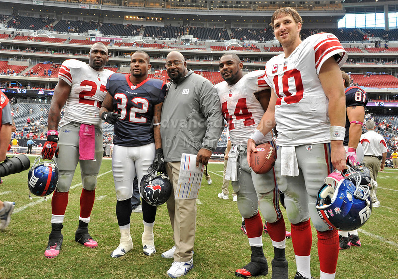 10 Oct 2010:  <br /> New York Giants running back Brandon Jacobs #27, Houston Texans running back Derrick Ward #32, NY Assist Coach, New York Giants running back Ahmad Bradshaw #44 and New York Giants quarterback Eli Manning #10 pose for a picture after the game between the New York Giants and the Houston Texans at Reliant Stadium in Houston Texas.<br /> Giants win 34-10