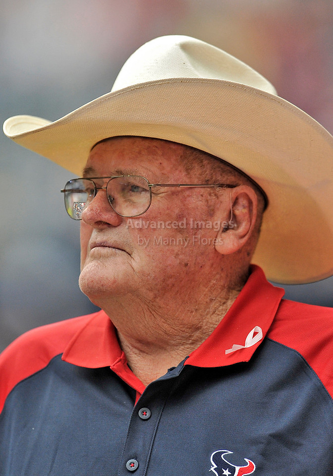 10 Oct 2010:  <br /> Formal Houston Oilers Head Coach Bum Phillips was honored before the game between the New York Giants and the Houston Texans at Reliant Stadium in Houston Texas.<br /> Giants win 34-10