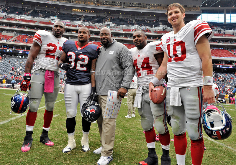 Oct 10 2010:  <br /> New York Giants running back Brandon Jacobs #27, Houston Texans running back Derrick Ward #32, Giants Assist Coach, New York Giants running back Ahmad Bradshaw #44 and New York Giants quarterback Eli Manning #10 pose for a picture after the game between New York Giants and the Houston Texans at Reliant Stadium in Houston, Texas.<br /> New York Giants win 34-10.<br /> (Credit Image: © Manny Flores/Cal Sport Media)