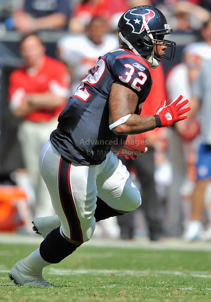 Oct 17 2010:  <br /> Houston Texans running back Derrick Ward #32 carries the ball<br /> in a game between Kansas City Chiefs and the Houston Texans at Reliant Stadium in Houston, Texas.<br /> Houston wins 35-31<br /> (Credit Image: © Manny Flores/Cal Sport Media)