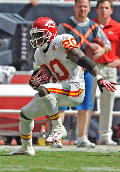 Oct 17 2010:  <br /> Kansas City Chiefs running back Thomas Jones #20 carries the ball in a game between Kansas City Chiefs and the Houston Texans at Reliant Stadium in Houston, Texas.<br /> Houston wins 35-31<br /> (Credit Image: © Manny Flores/Cal Sport Media)