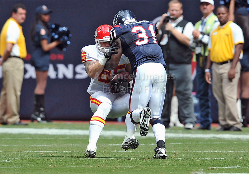 17 Oct 2010:  <br /> Kansas City Chiefs tight end Jake O'Connell #85 catches the ball as he is hit immediately by Houston Texans safety Bernard Pollard #31<br /> in a game between the Kansas City Chiefs and the Houston Texans at Reliant Stadium in Houston, Texas.<br /> Houston wins 35-31