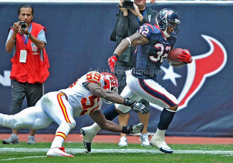 Oct 17 2010:  <br /> Houston Texans running back Derrick Ward #32 runs by Kansas City Chiefs linebacker Jovan Belcher #59 for a touchdown<br /> in a game between Kansas City Chiefs and the Houston Texans at Reliant Stadium in Houston, Texas.<br /> Houston wins 35-31<br /> (Credit Image: © Manny Flores/Cal Sport Media)