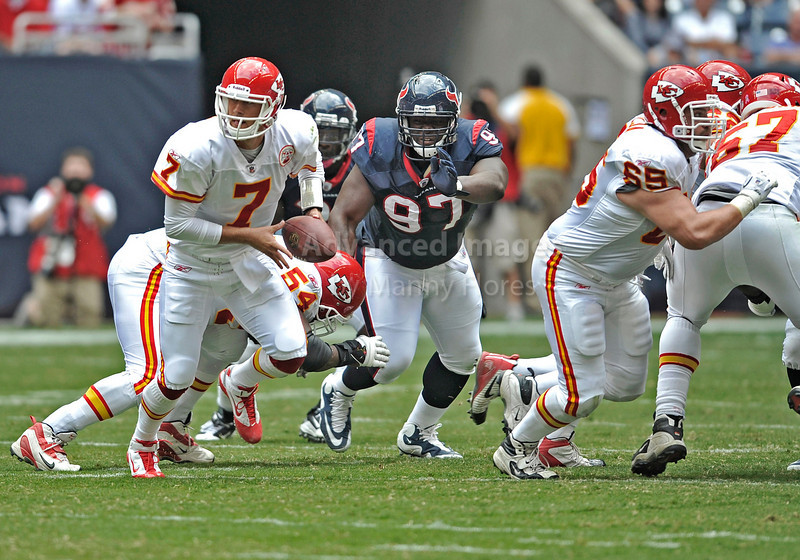 Oct 17 2010:  <br /> Kansas City Chiefs quarterback Matt Cassel #7 hands off the ball<br /> in a game between Kansas City Chiefs and the Houston Texans at Reliant Stadium in Houston, Texas.<br /> Houston wins 35-31<br /> (Credit Image: © Manny Flores/Cal Sport Media)