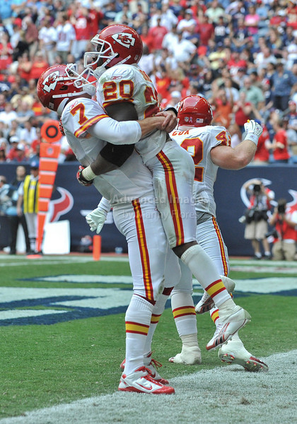 Oct 17 2010:  <br /> Kansas City Chiefs running back Thomas Jones #20 carries the ball for a touchdown as he celebrates with teammate Kansas City Chiefs quarterback Matt Cassel #7 in a game between Kansas City Chiefs and the Houston Texans at Reliant Stadium in Houston, Texas.<br /> Houston wins 35-31<br /> (Credit Image: © Manny Flores/Cal Sport Media)