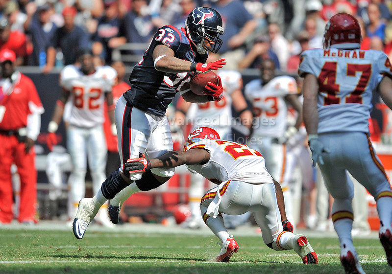 Oct 17 2010:  <br /> Houston Texans running back Derrick Ward #32 tries to get by Kansas City Chiefs defensive back Javier Arenas #21 in a game between Kansas City Chiefs and the Houston Texans at Reliant Stadium in Houston, Texas.<br /> Houston wins 35-31<br /> (Credit Image: © Manny Flores/Cal Sport Media)