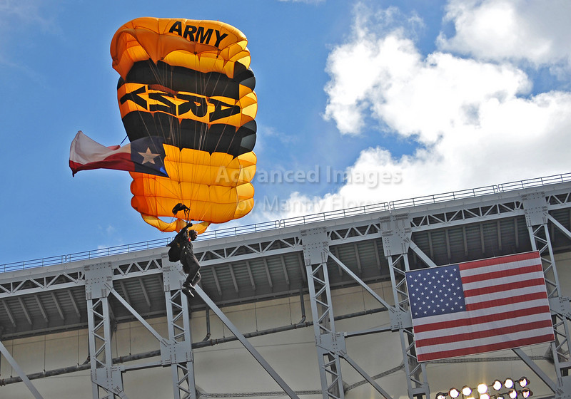 Oct 17 2010:  <br /> Army Golden Knights perform during pre-game<br /> between Kansas City Chiefs and the Houston Texans at Reliant Stadium in Houston, Texas.<br /> Houston wins 35-31<br /> (Credit Image: © Manny Flores/Cal Sport Media)