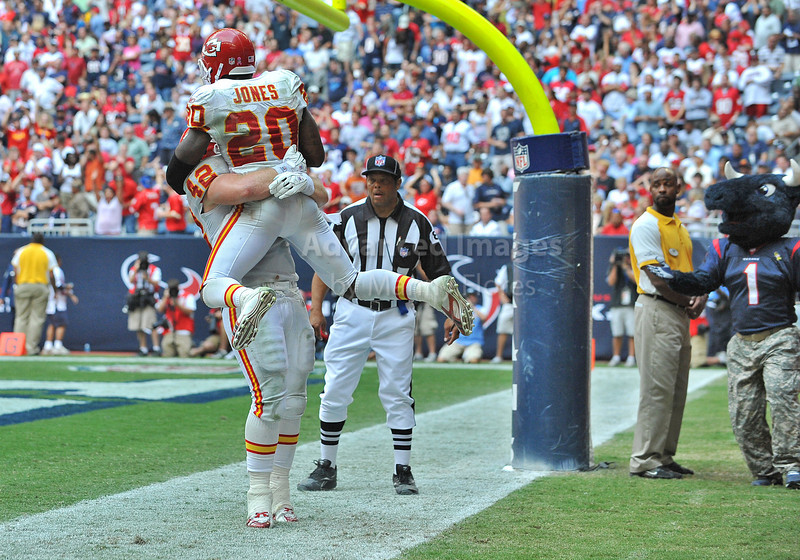Oct 17 2010:  <br /> Kansas City Chiefs running back Thomas Jones #20 carries the ball for a touchdown in a game between Kansas City Chiefs and the Houston Texans at Reliant Stadium in Houston, Texas.<br /> Houston wins 35-31<br /> (Credit Image: © Manny Flores/Cal Sport Media)