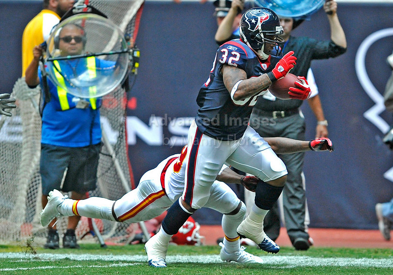 Oct 17 2010:  <br /> Houston Texans running back Derrick Ward #32 runs by Kansas City Chiefs cornerback Brandon Carr #39 for a touchdown<br /> in a game between Kansas City Chiefs and the Houston Texans at Reliant Stadium in Houston, Texas.<br /> Houston wins 35-31<br /> (Credit Image: © Manny Flores/Cal Sport Media)