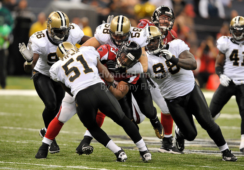 Sept 26 2010:  <br /> Atlanta Falcons running back Michael Turner #33 bulls his his way <br /> in a game between Atlanta Falcons vs New Orleans Saints at the Superdome in New Orleans, LA. <br /> Atlanta Falcons win in overtime 27-24<br /> (Credit Image: © Manny Flores/Cal Sport Media)