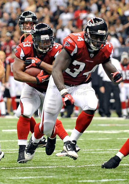 Sept 26 2010:  <br /> Atlanta Falcons running back Ovie Mughelli #34 leads the way for Atlanta Falcons running back Michael Turner #33<br /> in a game between Atlanta Falcons vs New Orleans Saints at the Superdome in New Orleans, LA. <br /> Atlanta Falcons win in overtime 27-24<br /> (Credit Image: © Manny Flores/Cal Sport Media)