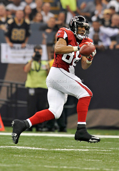 Sept 26 2010:  <br /> Atlanta Falcons tight end Tony Gonzalez #88 makes a big catch<br /> in a game between Atlanta Falcons vs New Orleans Saints at the Superdome in New Orleans, LA. <br /> Atlanta Falcons win in overtime 27-24<br /> (Credit Image: © Manny Flores/Cal Sport Media)