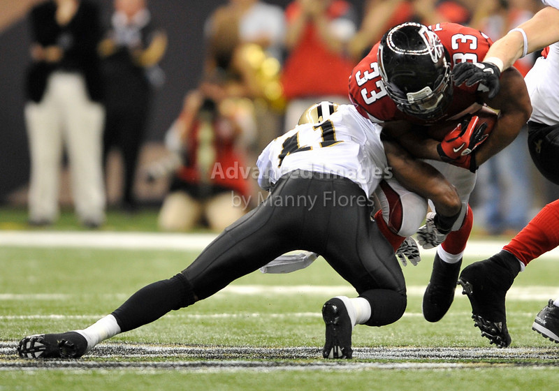 Sept 26 2010:  <br /> Atlanta Falcons running back Michael Turner #33 gets a first down<br /> in a game between Atlanta Falcons vs New Orleans Saints at the Superdome in New Orleans, LA. <br /> Atlanta Falcons win in overtime 27-24<br /> (Credit Image: © Manny Flores/Cal Sport Media)