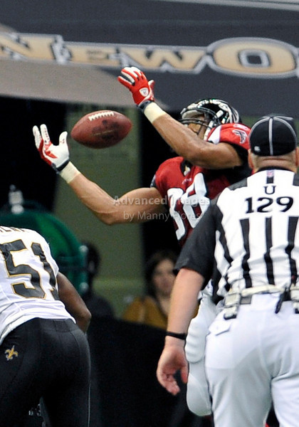 Sept 26 2010:  <br /> Atlanta Falcons tight end Tony Gonzalez #88 catches the ball<br /> in a game between Atlanta Falcons vs New Orleans Saints at the Superdome in New Orleans, LA. <br /> Atlanta Falcons win in overtime 27-24<br /> (Credit Image: © Manny Flores/Cal Sport Media)