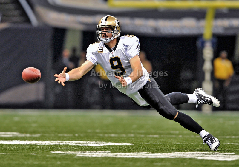 Sept 26 2010:  <br /> New Orleans Saints quarterback Drew Brees #9 throws a shovel pass<br /> in a game between Atlanta Falcons vs New Orleans Saints at the Superdome in New Orleans, LA. <br /> Atlanta Falcons win in overtime 27-24<br /> (Credit Image: © Manny Flores/Cal Sport Media)