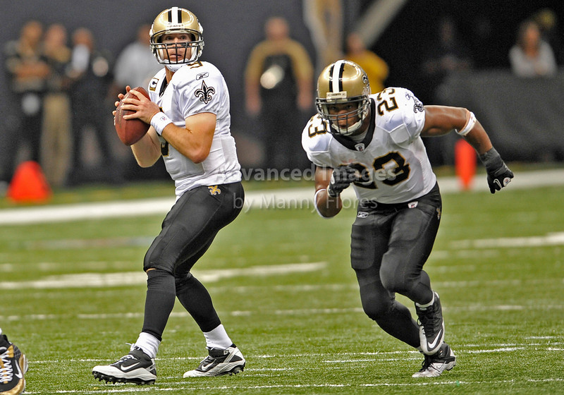 Sept 26 2010:  <br /> New Orleans Saints quarterback Drew Brees #9 looks down field as New Orleans Saints running back Pierre Thomas #23 tries to get open<br /> in a game between Atlanta Falcons vs New Orleans Saints at the Superdome in New Orleans, LA. <br /> Atlanta Falcons win in overtime 27-24<br /> (Credit Image: © Manny Flores/Cal Sport Media)