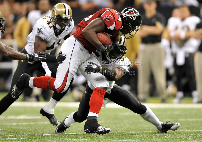 Sept 26 2010:  <br /> Atlanta Falcons running back Jason Snelling #44 runs for a first down<br /> in a game between Atlanta Falcons vs New Orleans Saints at the Superdome in New Orleans, LA. <br /> Atlanta Falcons win in overtime 27-24<br /> (Credit Image: © Manny Flores/Cal Sport Media)