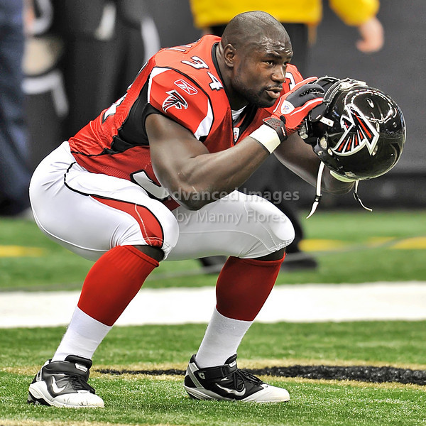 Sept 26 2010:  <br /> Atlanta Falcons fullback Ovie Mughelli #34 warms up<br /> in a game between Atlanta Falcons vs New Orleans Saints at the Superdome in New Orleans, LA. <br /> Atlanta Falcons win in overtime 27-24<br /> (Credit Image: © Manny Flores/Cal Sport Media)