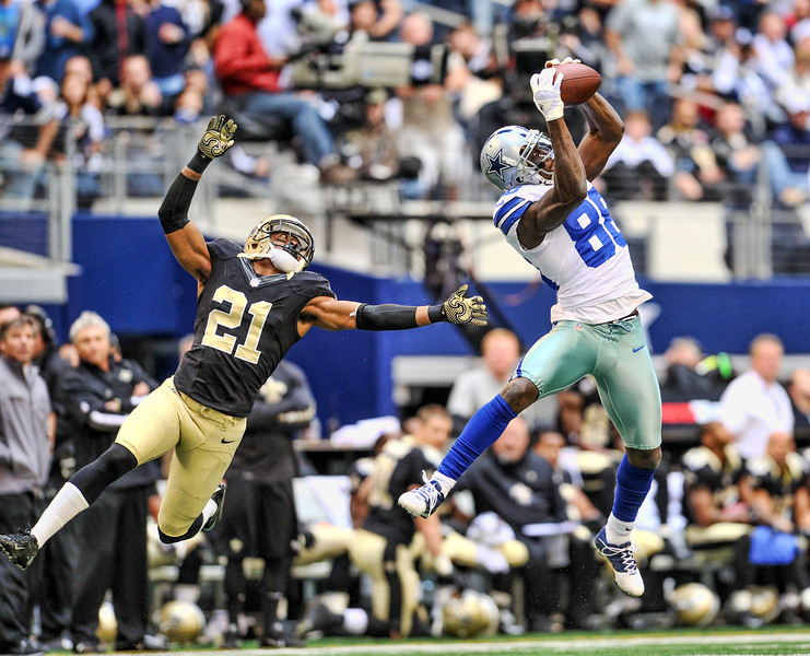 Dez Bryant (88) catches a pass for a touchdown