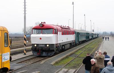 T478 1001 (90 54 3751 001-9 CZ-CD) at Senice na Hane on 6th February 2016 working Railtour (7)