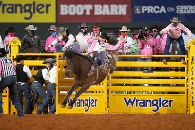2020NFR_R05_BB_Cole Reiner_StraightMoonshine_Stangle-8487