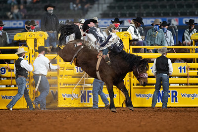 2020NFR_R09_BB_Cole Reiner_ArbitratorJoe_Stangle-6132