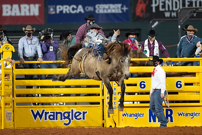 2020NFR_R09_BB_Chad Rutherford_ScarletFromHell_Stangle-6062