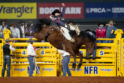 2020NFR_R09_BB_Chad Rutherford_ScarletFromHell_Stangle-6075