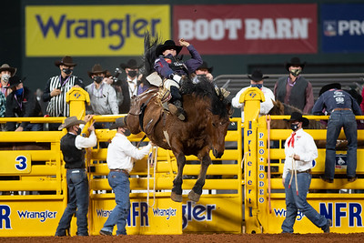 2020NFR_R09_BB_Chad Rutherford_ScarletFromHell_Stangle-6074