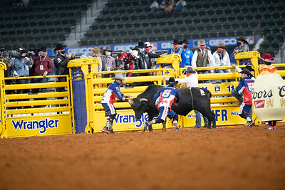 2020NFR_R01_BR_Bullfighters_Stangle-6009