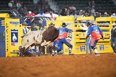 2020NFR_R03_BR_Bullfighter_Dusty Tuckness_Stangle-7526