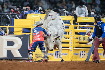2020NFR_R04_BR_Bullfighter_Stangle-8290