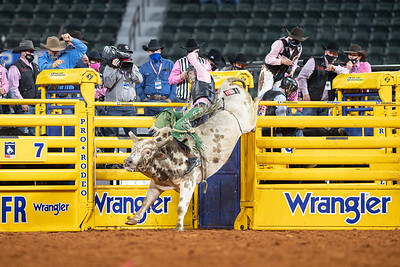 2020NFR_R05_BR_Jeff Askey_ButterBean_Stangle-9759