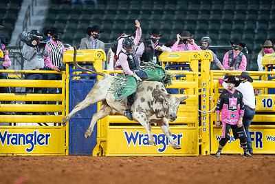 2020NFR_R05_BR_Jeff Askey_ButterBean_Stangle-9765