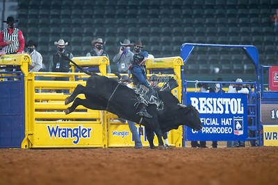 2020NFR_R06_BR_Colten Fritzlan_BitABadNews_Stangle-2096