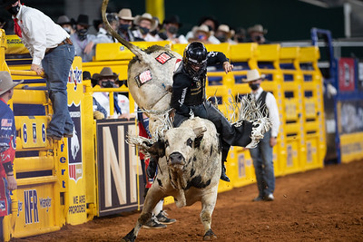 2020NFR_R09_BR_Sage Kimzey_BarFly_Stangle-7111