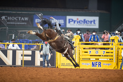 2020NFR_R02_SB_Chase Brooks_HellOnHooves_Stangle-6433