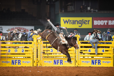 2020NFR_R02_SB_Chase Brooks_HellOnHooves_Stangle-6428