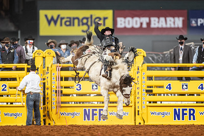 2020NFR_R06_SB_Chase Brooks_LunaticParty_Stangle-0601