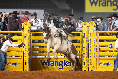 2020NFR_R06_SB_Chase Brooks_LunaticParty_Stangle-0596