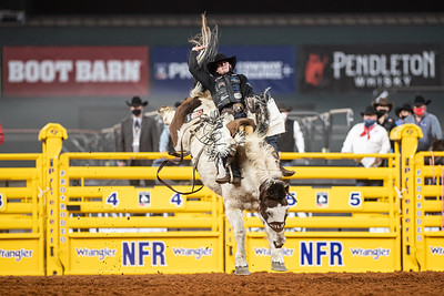 2020NFR_R06_SB_Chase Brooks_LunaticParty_Stangle-0604